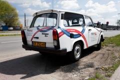 Reklama na smochodzie Trabant